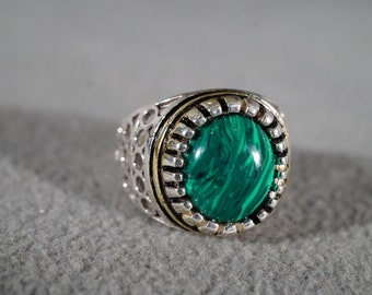 Vintage Sterling Silver Oval Malachite Fancy Scrolled Open Filigree Work Unisex Style Band Ring, Size 8.5        *8RL
