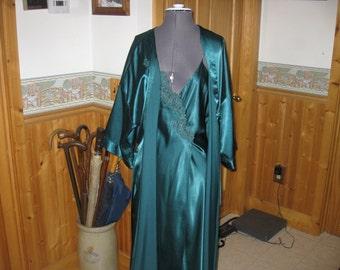 Vtg Emerald Green Satin Feel Polyester 2 pc Peignoir set Med full sweep front slit embroidered bodice Intime of California Med free ship