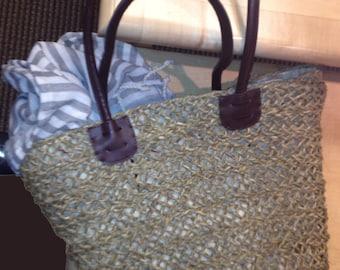 Straw Bag with sturdy handles