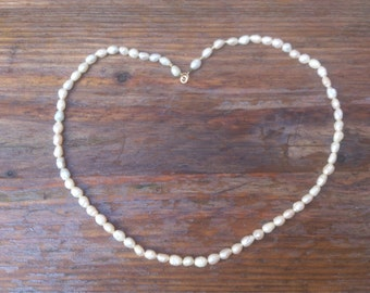 Beautiful vintage real pearl necklace with 14k gold clasp
