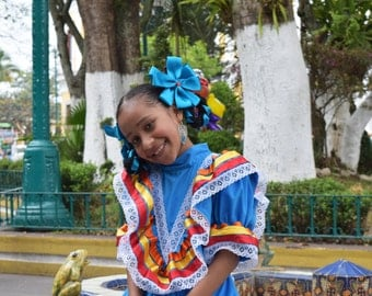 Photo - Beautiful Mexican Girl in ethnic dress