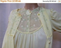 Summer Savings SUNNY YELLOW Peignoir Set, KAYSER, Short Knee Length Summer Robe and Nightgown, Embroidery, Size S/M, Excellent