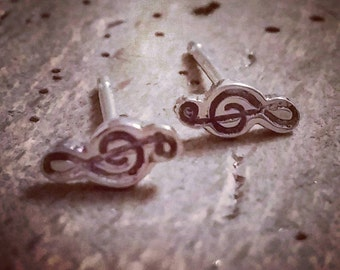 Music treble clef stud earrings