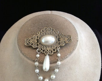 Vintage Dangling Faux Pearl Pin