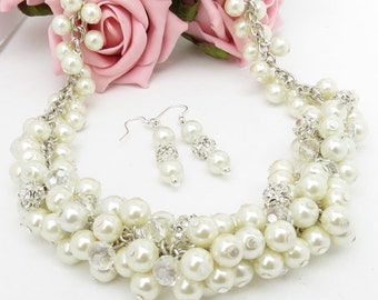 White Pearl Necklace, Pearl Necklace, Pearl Bridal Necklace, Pearl Cluster Necklace, Chunky Pearl Necklace, Chunky White Bead Necklace,