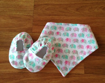 Baby Booties with Matching Reversible Bibdana