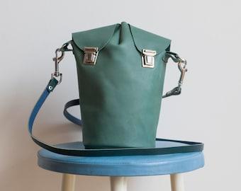 Hand made leather shoulder bag Green