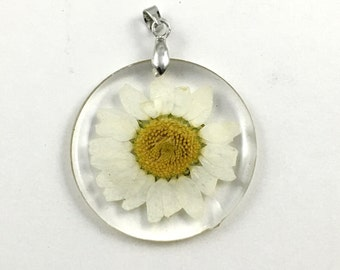 1 daisy flower resin  and silver tone pendant 32mm #CH 626