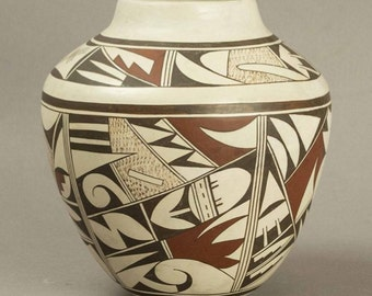 Sale Priced Beautifully detailed HOPI Pottery by the famous JOY NAVASIE Second Frog Woman