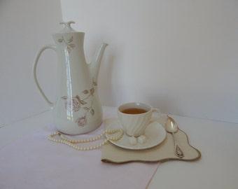 Iroquois tea / coffee pot
