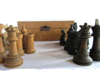 Chess set. Chess pieces. Wooden chess set. Wood chess set. Vintage chess set. Wood chess pieces. Staunton chess. Wood box. Incomplete.
