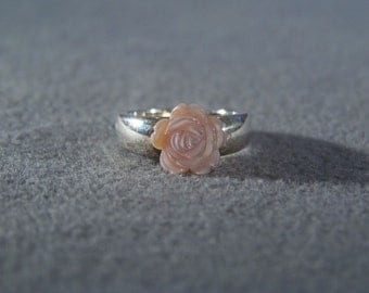 Vintage Sterling Silver fancy carved mother of pearl floral band ring, Size 6 W     **RL
