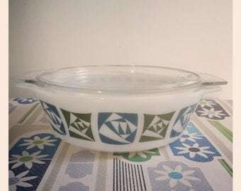 Retro Pyrex JAJ casserole dish - Checkers - large