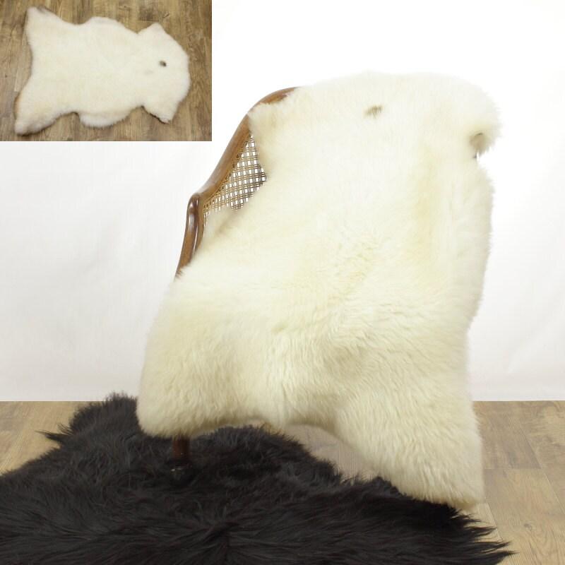 Sheepskin Rug Short Pile: Sheepskin Rug / Throw Wide Cushy Ivory W Small Dot