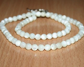 Shell Beads round smooth 5 mm . Mother-of-Pearl Shell.