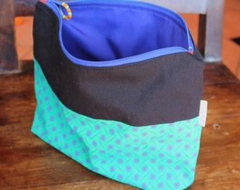 Make-up bag , Cosmetic bag , Purse organizer , Zipper pouch , Travel bag , Pencil case , Clutch bag , Handmade linen clutch , Rickilu bag .