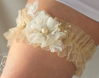Rustic wedding garter, white and Ivory, flower bridal garter, lace garters, vintage garter, toss garter, pearls garter, wedding gift. 1 pcs