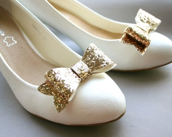 Chunky gold! Sparkling shoe clips in vintage gold, pale gold, bows, golden, glittering, bridal, pinup, burlesque, wedding, glittery