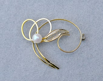 Faux Pearl and Gold Tone Vines with Filigree Leaf Brooch Vintage