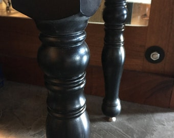 """Turned Leg Coffee Table 18""""Dx36""""Wx20H"""