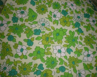One piece Calico Floral Print Green & White Flowers on a light green background 4 yards 39 inch wide Medium weight cotton for Dress or Quilt