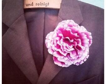 Ladies and Gentlemen - the buttonholer / buttonniere!