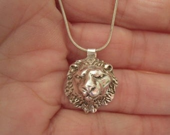 "Sterling Silver 2D Textured Lion Head Pendant Necklace 17"" (1077)"
