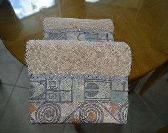 set of two hand towels with geometric trim