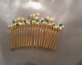 Gold plated hair comb - neon apaptite, freshwater pearls