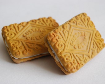 Custard Cream biscuit brooch