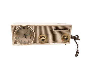 1957 Motorola Clock Radio, Model # 57CS, Tan Plastic, AM, Vintage Tube Radio