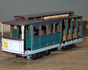 HO Scale Train Bachmann Vintage, Streetcars - San Francisco Municipal Railway Cable Car - Powell & Mason St. Trolley Passenger Car - Rd. #4
