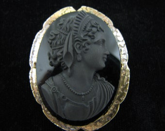 Beautiful Vintage Black Cameo Brooch in a Gold Filled Mounting