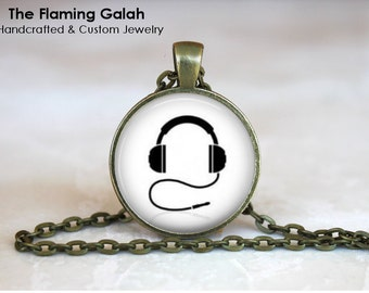 RETRO HEADPHONES Pendant •  Music Lover Gift •  DJ Headphones • Gift Under 20 • Made in Australia (P0782)