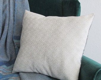 White and Gray Woven Pillow Cover. Geometric Pattern Pillow. Neutral Pillow. White Pillow. Modern Miniaml Toss Pillow. Throw Pillow.