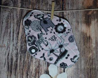 9.5″ Medium Pad – Regular to Moderate Flow – Jungle Animals on Pink