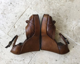 vintage platform sandals from the 70's, leather, platform shoes, size 7 free people boho, bohemian hippie t bar platform shoes brown leather