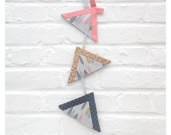 Suspension/Garland wall /decoration room baby 3 Tipis