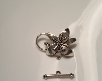Detailed and Beautiful Silver Flower Toggles 4pc