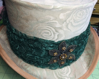 Lady's Top Hat - Emerald Bouquet