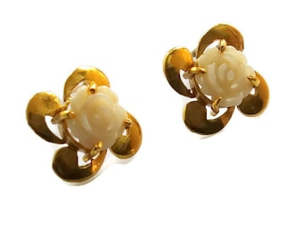 Carved flower earring, 14 Gold vermeil carved flower earring, free shipping, ivory color stud earring