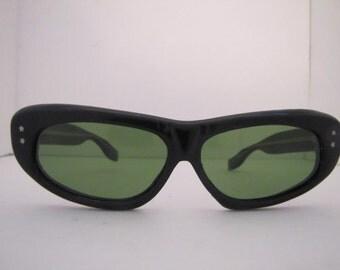 Vintage 1960s Long Horn Rim Italian Sunglasses (964 B/G)