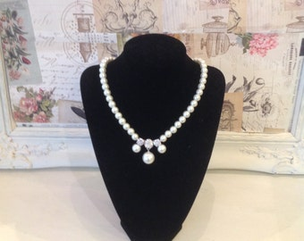 Cream pearl necklace with diamante detail