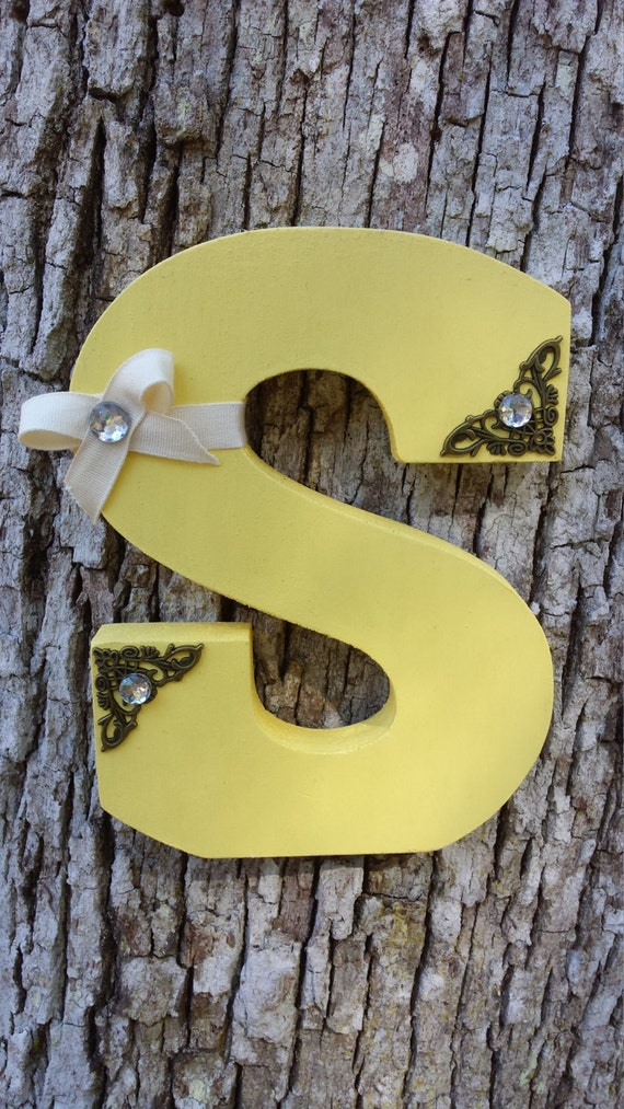 how to cut precise wood letters by hand