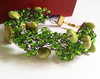 Heart green beaded bracelet/ Crochet beaded bracelet/ Crochet Wire Bracelete/ Christmas gift/ Crochet wire jewelry/ Wire Wrapped Bracelet