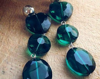 Burlesque earrings with green crystals