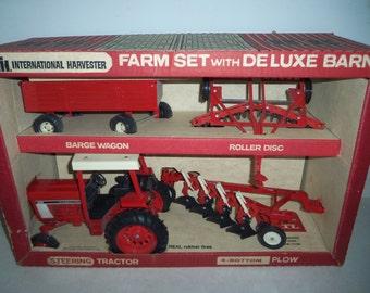 International 886 Farm Set IH Farmall Ertl