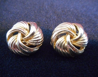 Vintage Signed GAY BOYER Gold Tone Wrap Styled Round Clip On EARRINGS **Free Shipping**