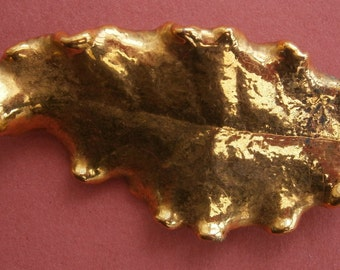 B471) A lovely vintage gold tone dipped metal tree leaf brooch