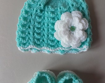 Newborn hat, crochet booties, baby girl hat,baby girl booties, ready to ship